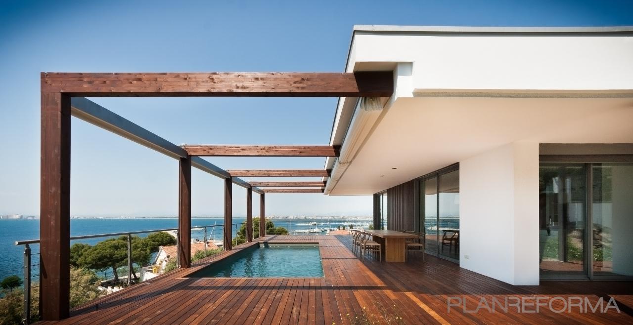 Piscina porche exterior estilo moderno color turquesa for Casas con porche y piscina