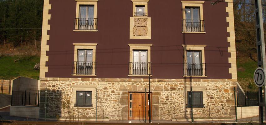 Dormitorio, Balcon, Exterior Estilo moderno Color violeta, beige, blanco  diseñado por Instalak | Gremio | Copyright Instalak