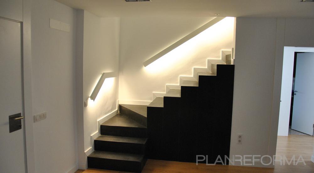 Recibidor escalera style moderno color blanco negro - Recibidor moderno blanco ...