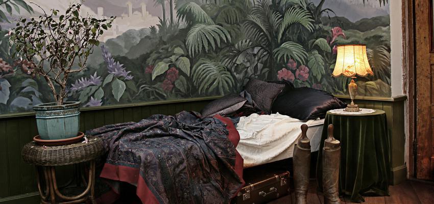 Dormitorio style rustico color rojo, verde, azul cielo, marron  diseñado por PARQUÉ BOLEFLOOR | Marca colaboradora | Copyright Bolefloor