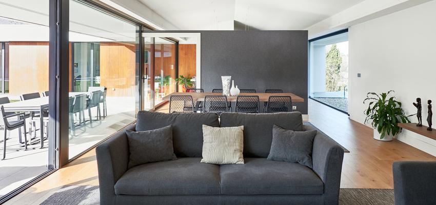 Comedor, Cocina, Salon Estilo contemporaneo Color marron, blanco, gris  diseñado por ap30reformas   Gremio   Copyright jarteche