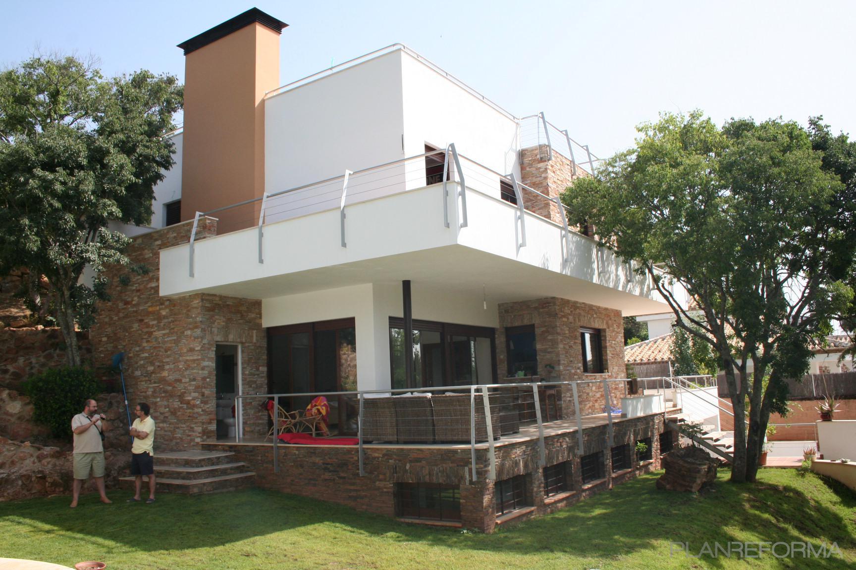 porche exterior jardin style moderno color marron blanco