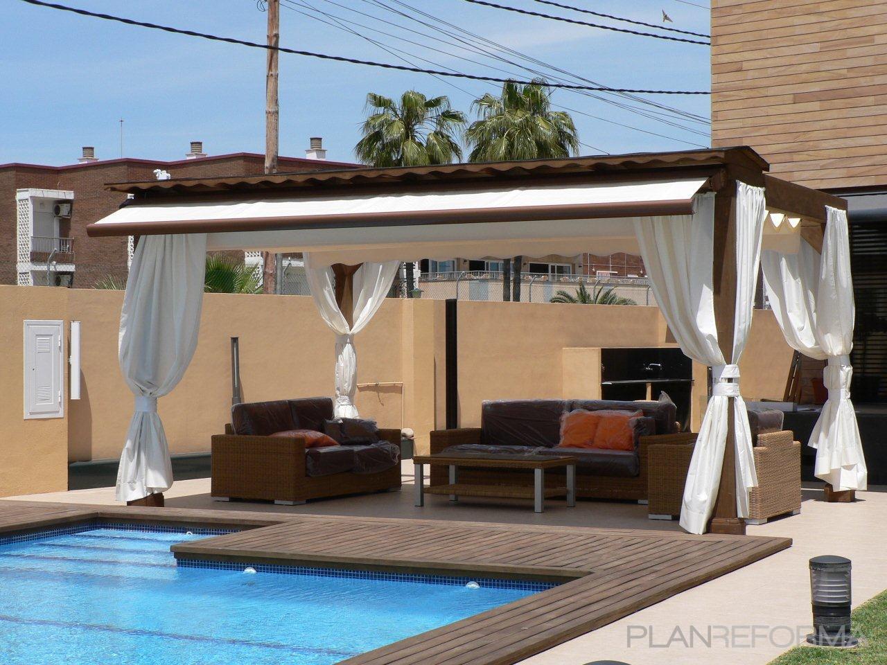 Terraza piscina exterior estilo moderno color marron - Terrazas con pergolas ...