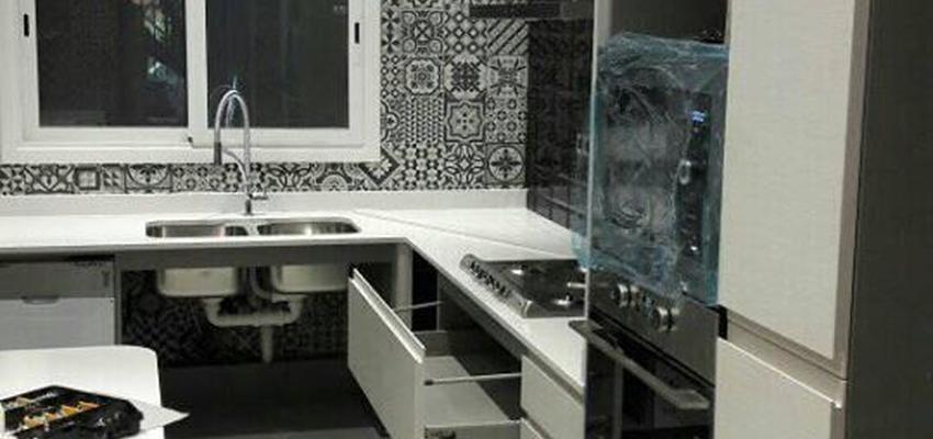 Cocina Estilo moderno Color azul oscuro  diseñado por JOIBARCELONA3 | Arquitecto | Copyright JOIBARCELONA3