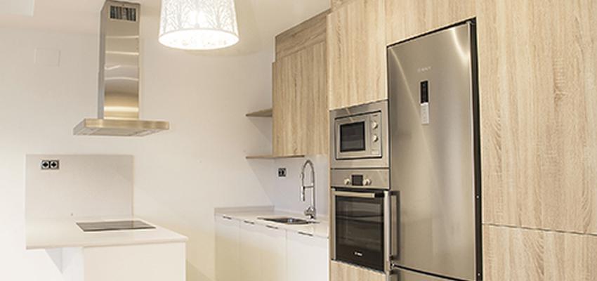 Cocina Estilo moderno Color beige, blanco, gris  diseñado por grupoinventia | Arquitecto Técnico | Copyright Grupo Inventia