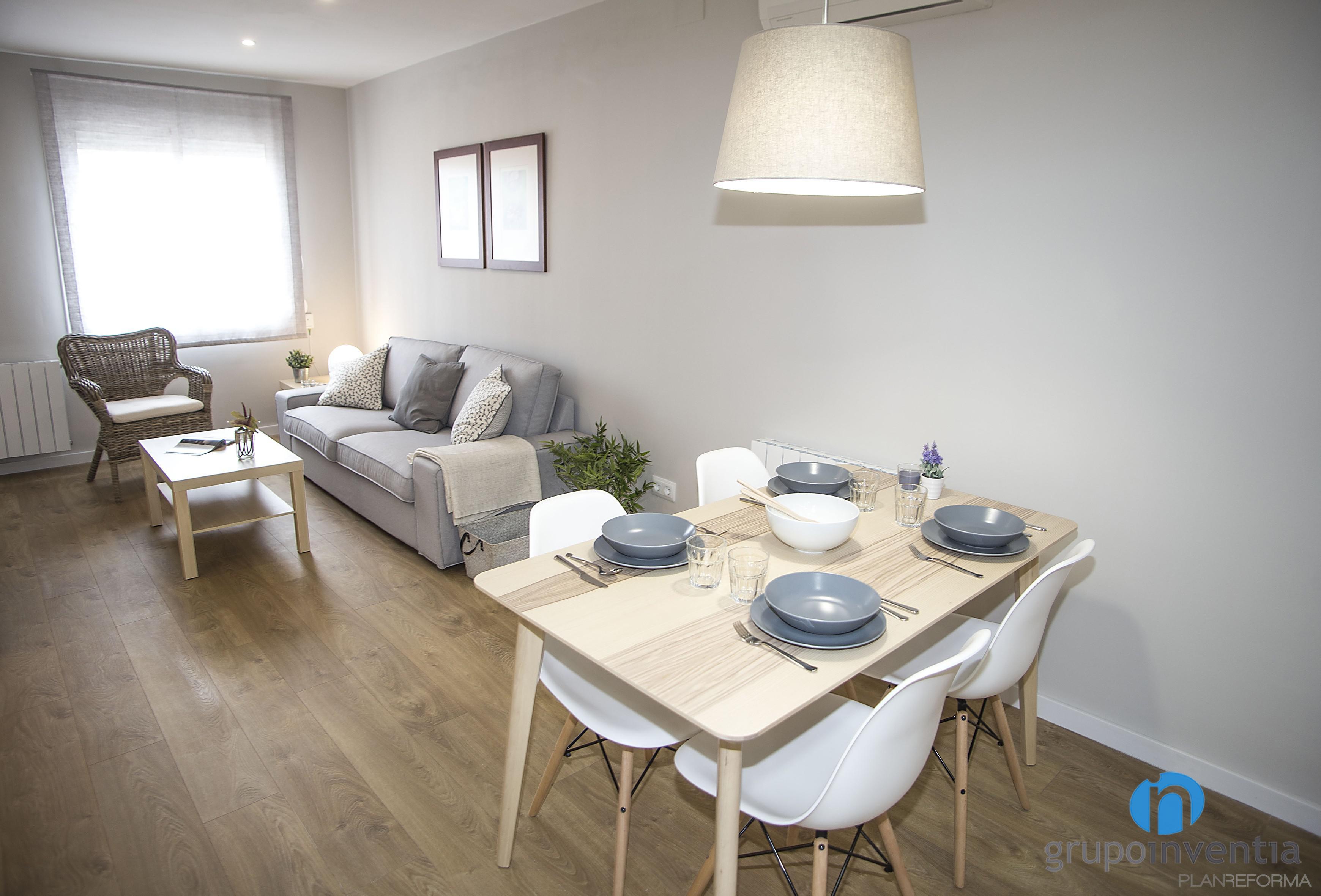 Comedor salon estilo moderno color beige blanco gris for Comedor estilo moderno