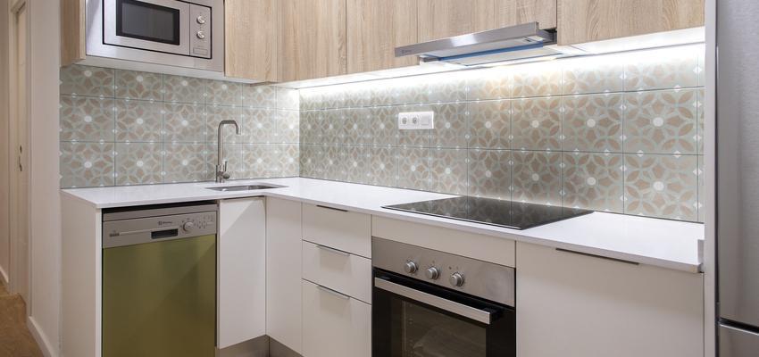 Cocina Estilo contemporaneo Color verde, beige, blanco  diseñado por grupoinventia | Arquitecto Técnico | Copyright Grupo Inventia