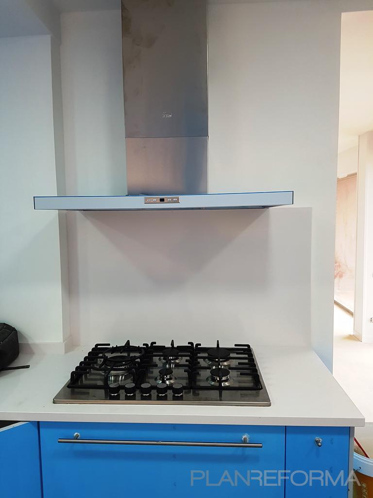 Cocina Estilo moderno Color azul oscuro, blanco, gris
