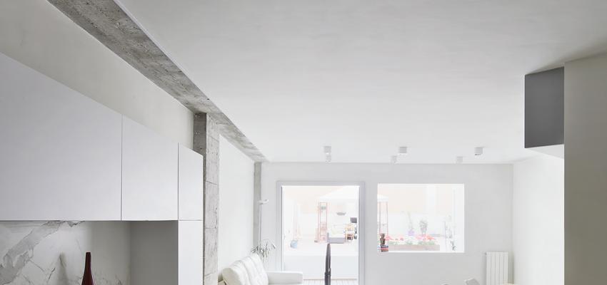 Cocina Estilo contemporaneo Color marron, blanco, gris  diseñado por Raúl Sánchez Architects | Arquitecto | Copyright Jose Hevia