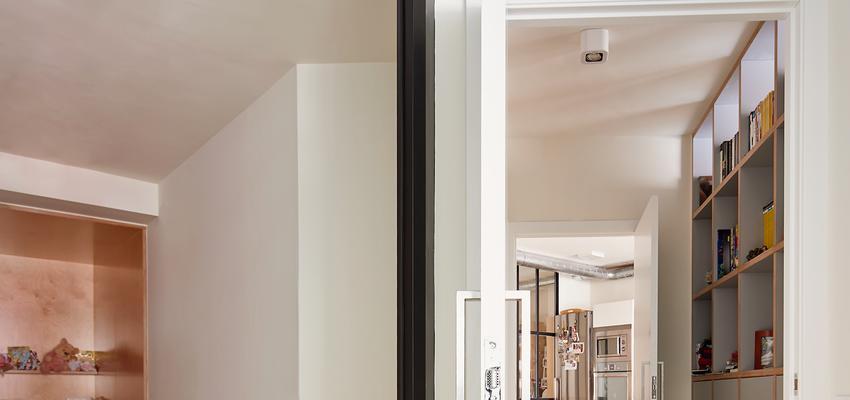 Dormitorio Estilo contemporaneo Color marron, blanco, gris  diseñado por Raúl Sánchez Architects | Arquitecto | Copyright Jose Hevia