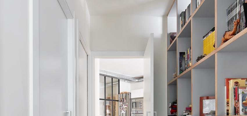 Vestibulo Estilo contemporaneo Color marron, blanco, gris  diseñado por Raúl Sánchez Architects | Arquitecto | Copyright Jose Hevia