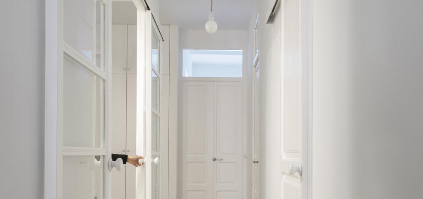 Dormitorio, Vestidor, Pasillo Estilo clasico Color rojo, marron, blanco  diseñado por PIANO PIANO STUDIO | Arquitecto | Copyright Milena Villalba