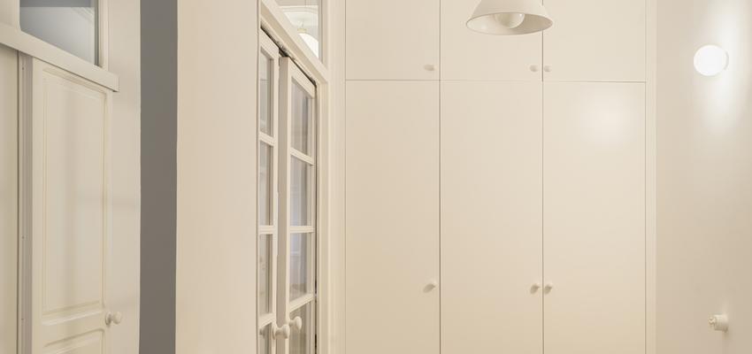 Dormitorio, Estudio, Pasillo Estilo clasico Color rojo, beige, blanco  diseñado por PIANO PIANO STUDIO | Arquitecto | Copyright Milena Villalba