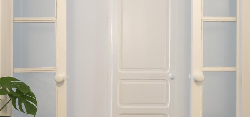 Dormitorio, Estudio, Pasillo Estilo clasico Color rojo, blanco, gris  diseñado por PIANO PIANO STUDIO | Arquitecto | Copyright Milena Villalba
