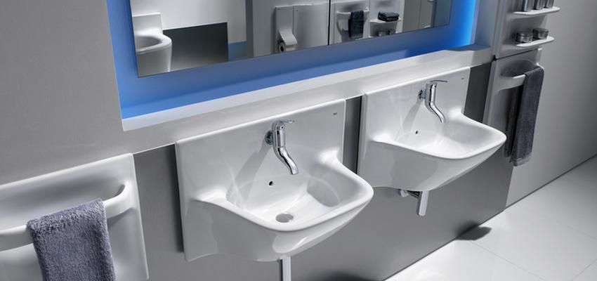 Baño style vanguardista color azul, blanco, gris  diseñado por ROCA  | Marca colaboradora | Copyright ROCA