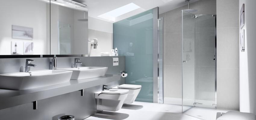Baño style moderno color blanco, plateado  diseñado por ROCA  | Marca colaboradora | Copyright ROCA
