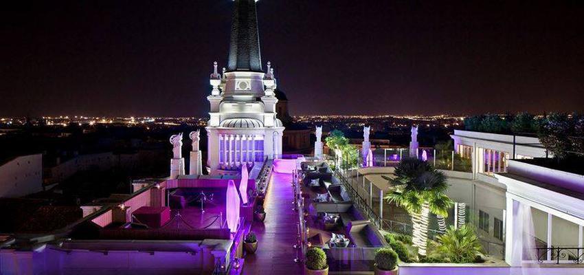 Terraza, Exterior, Hotel style contemporaneo color azul, violeta, negro, plateado  diseñado por Vondom | Marca colaboradora