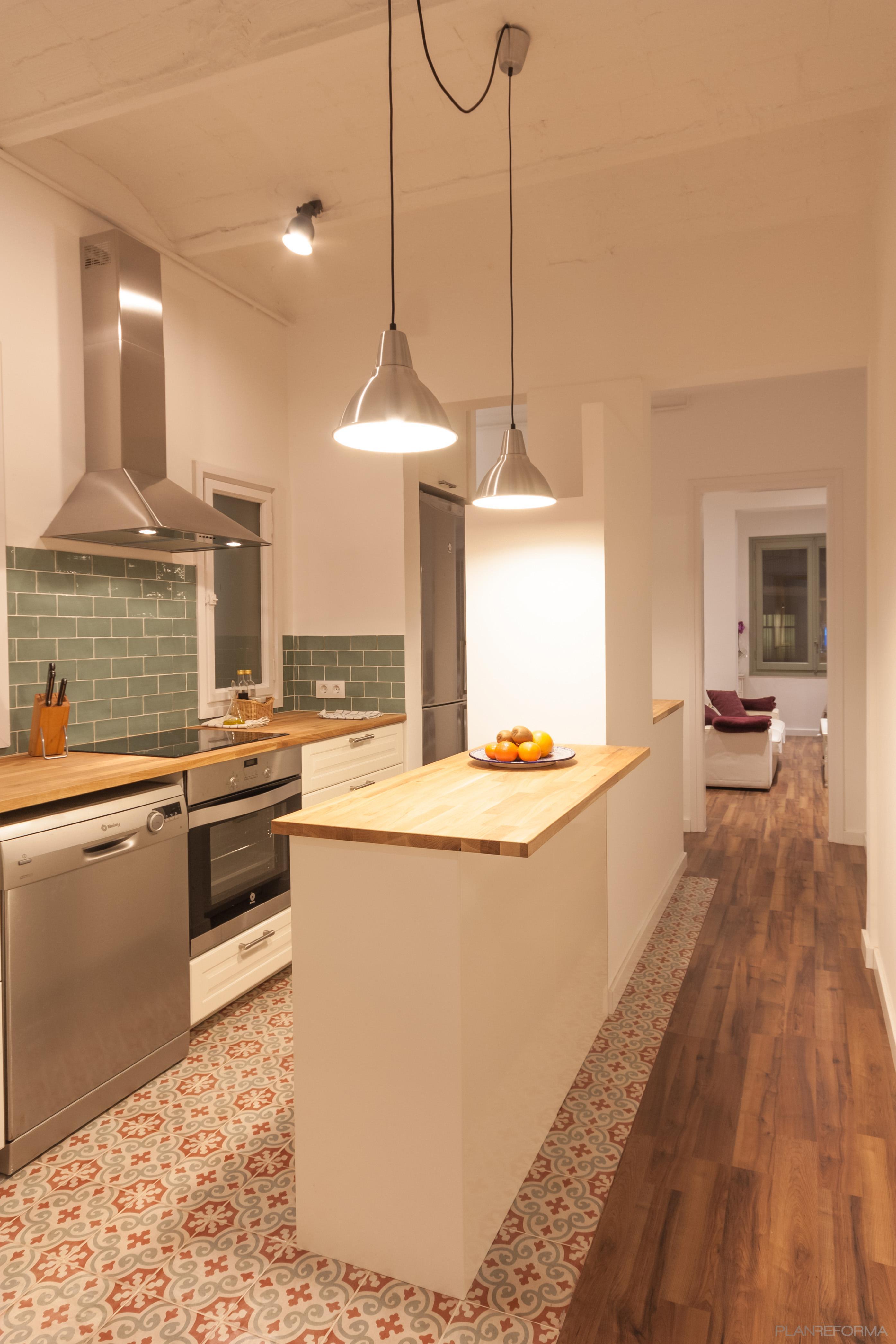 Cocina Estilo vintage Color rojo, verde, marron  diseñado por LAURA COMA FUSTÉ | Arquitecto | Copyright Soy propietaria