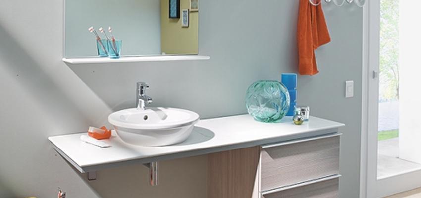 Baño style contemporaneo color rojo, rosa, marron, blanco, gris  diseñado por DURAVIT | Marca colaboradora | Copyright Copyright Duravit AG