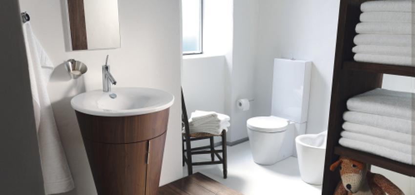 Baño style mediterraneo color marron, marron, blanco  diseñado por DURAVIT   Marca colaboradora   Copyright Copyright Duravit AG