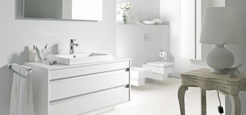 Baño style contemporaneo color beige, blanco  diseñado por DURAVIT | Marca colaboradora | Copyright Copyright Duravit AG