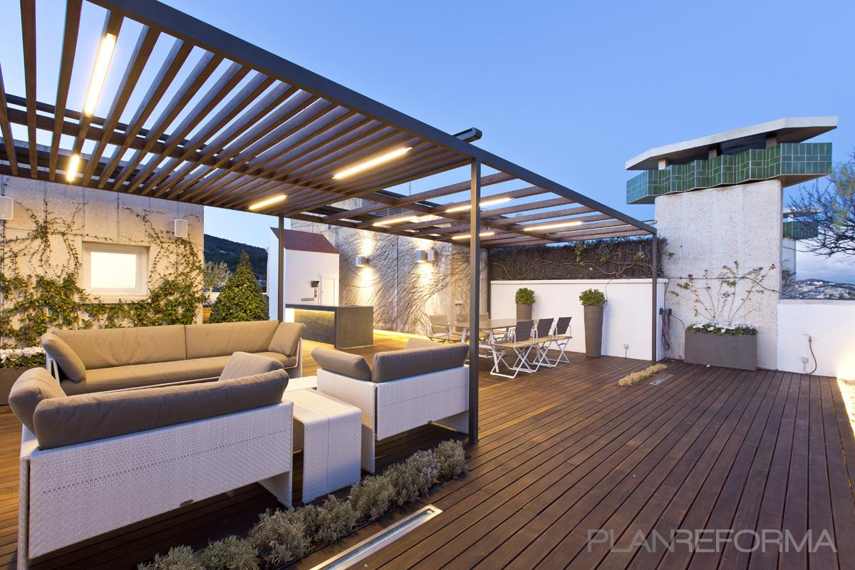 Terraza exterior jardin style moderno color verde for Decoracion de exteriores para terrazas