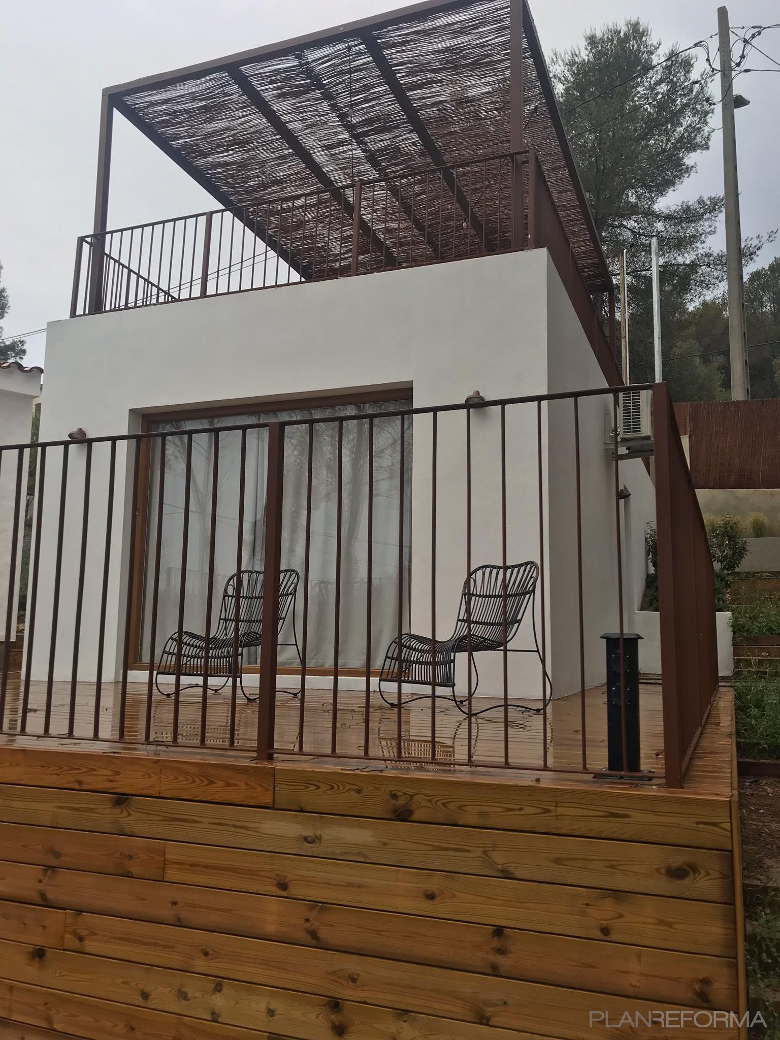 Estudio, Terraza, Loft Estilo mediterraneo Color marron, blanco  diseñado por Javier Perez Teruel | Gremio | Copyright Javier Perez Teruel
