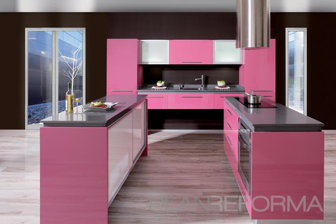 Cocina style moderno color rosa blanco negro for Cocinas de color rosa