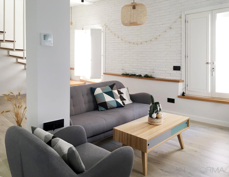 Sala de la TV, Sala de juegos, Salon Estilo contemporaneo Color turquesa, blanco, gris  diseñado por emmme studio | Arquitecto | Copyright emmme studio