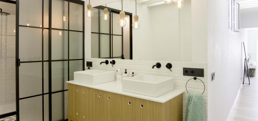 Baño Estilo mediterraneo Color blanco  diseñado por emmme studio | Arquitecto | Copyright emmme studio