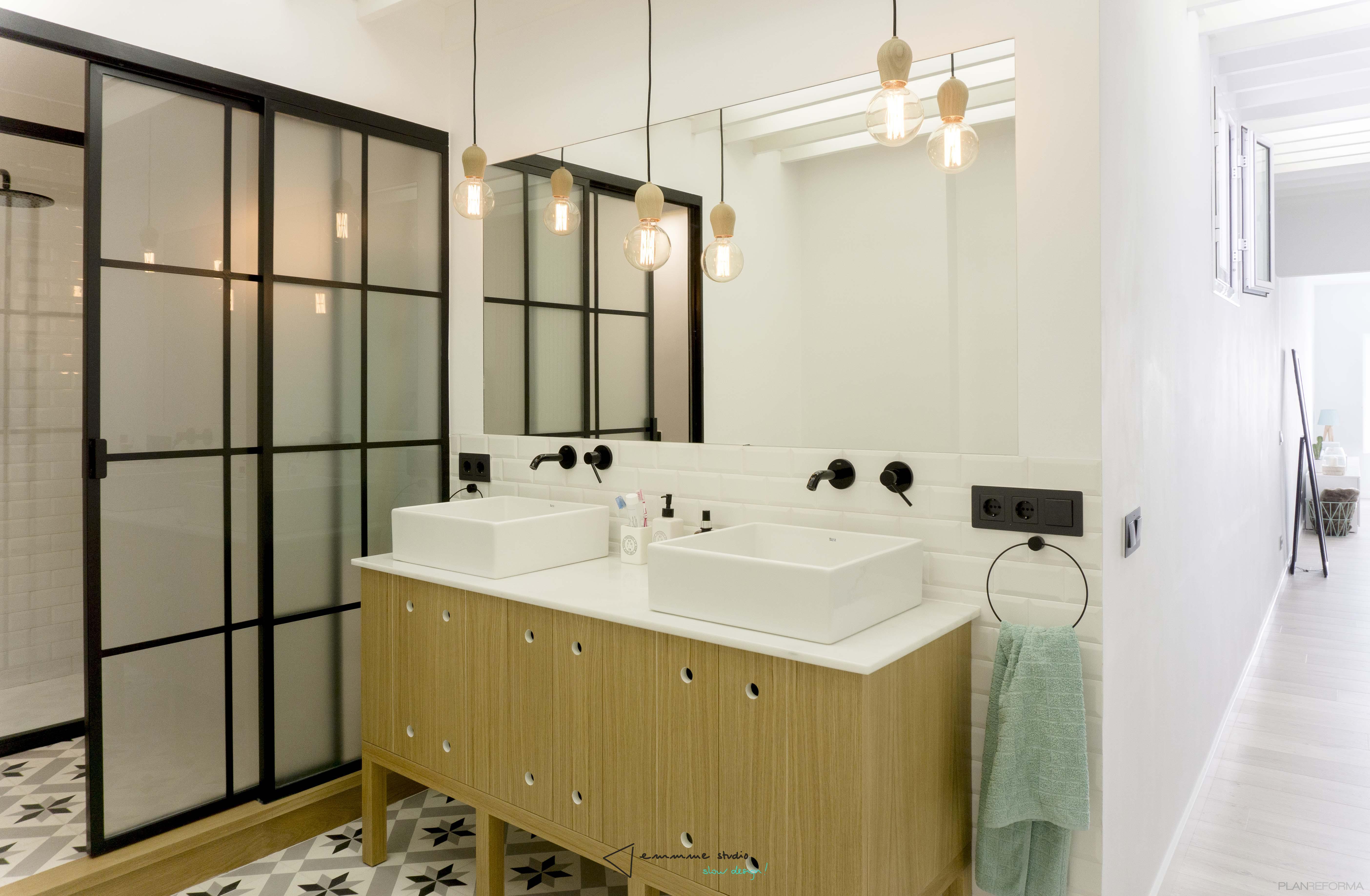 Baño Estilo mediterraneo Color blanco  diseñado por emmme studio   Arquitecto   Copyright emmme studio