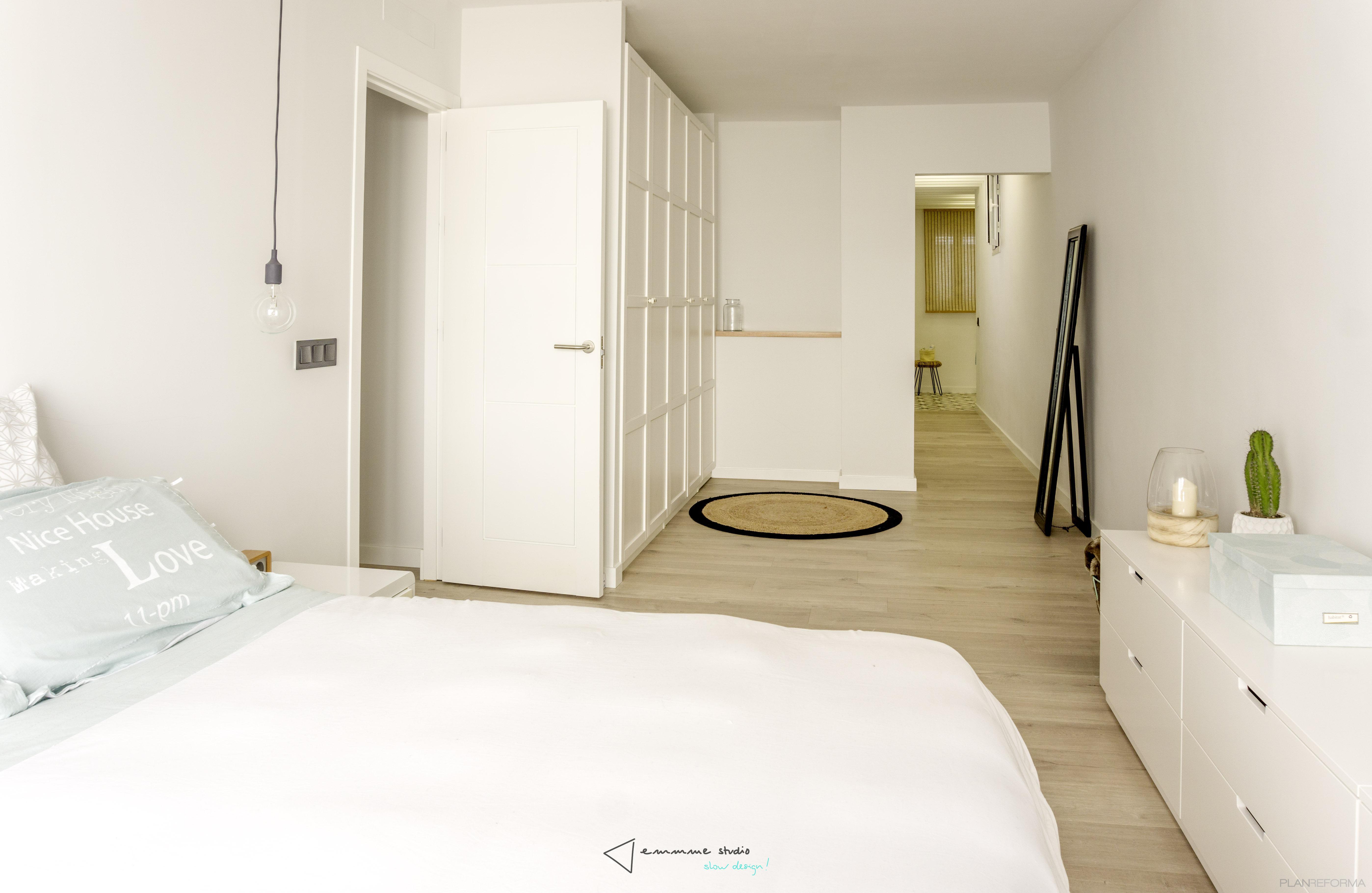 Dormitorio Estilo mediterraneo Color blanco  diseñado por emmme studio   Arquitecto   Copyright emmme studio