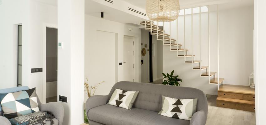 Salon Estilo mediterraneo Color beige, blanco, plateado  diseñado por emmme studio | Arquitecto | Copyright emmme studio