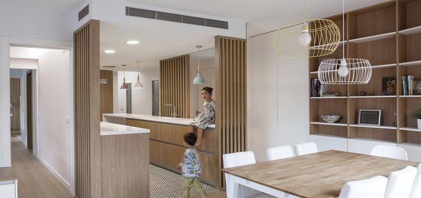 Comedor, Cocina Estilo moderno Color amarillo, verde, blanco  diseñado por Albert Brito. Arquitectura | Arquitecto | Copyright Flavio Coddou