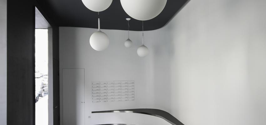 Recibidor Estilo vanguardista Color blanco, gris, negro  diseñado por ONYON huerto creativo   Arquitecto   Copyright ONYON huerto creativo