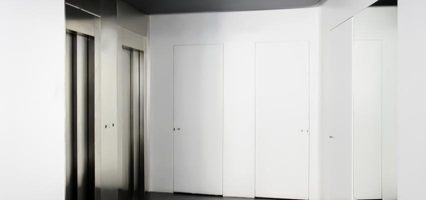 Recibidor Estilo vanguardista Color blanco, negro, plateado  diseñado por ONYON huerto creativo | Arquitecto | Copyright ONYON huerto creativo