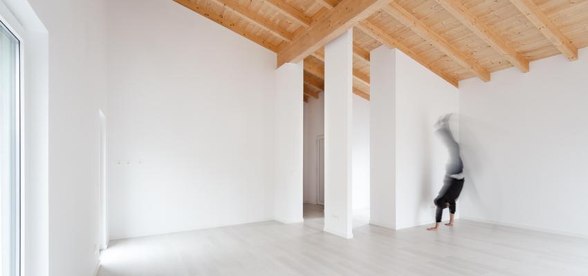 Salon Estilo contemporaneo Color marron, blanco, gris  diseñado por ONYON huerto creativo | Arquitecto | Copyright ONYON huerto creativo