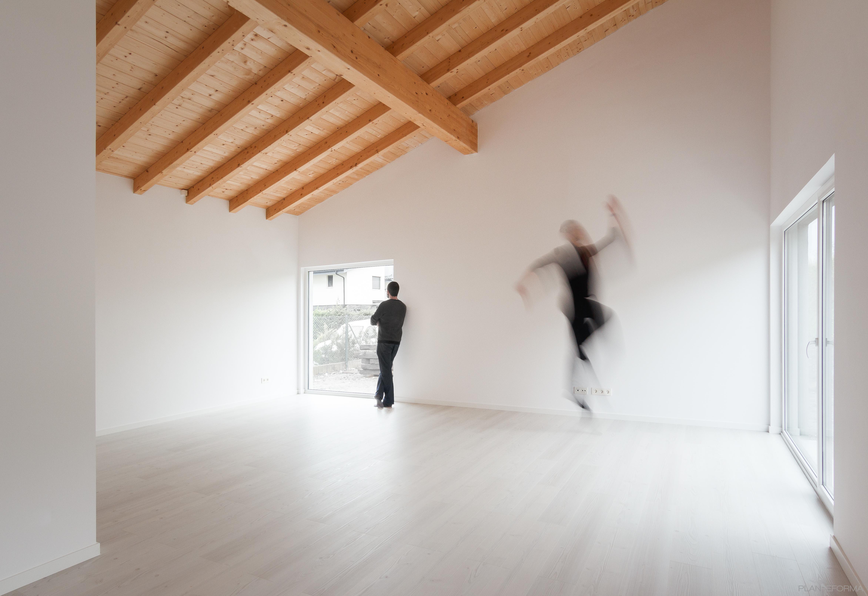 Salon Estilo contemporaneo Color marron, blanco, gris  diseñado por ONYON huerto creativo   Arquitecto   Copyright ONYON huerto creativo