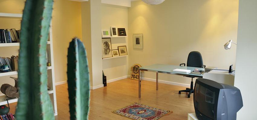 Estudio style eclectico color beige, marron, blanco  diseñado por gesHAB Interiorismo | Interiorista