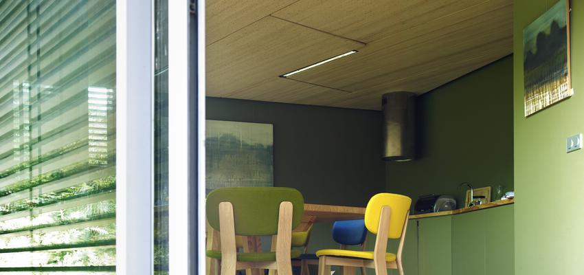 Restaurante, Cafeteria style contemporaneo color amarillo, verde, blanco, negro  diseñado por ALKI | Marca colaboradora