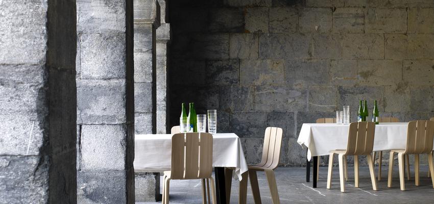 Restaurante, Cafeteria style contemporaneo color beige, beige, blanco  diseñado por ALKI | Marca colaboradora