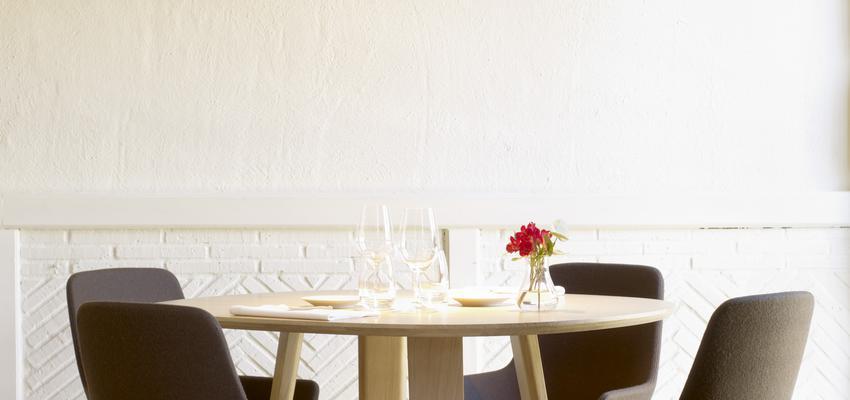 Comedor, Restaurante, Cafeteria style contemporaneo color marron, beige, blanco, negro  diseñado por ALKI | Marca colaboradora
