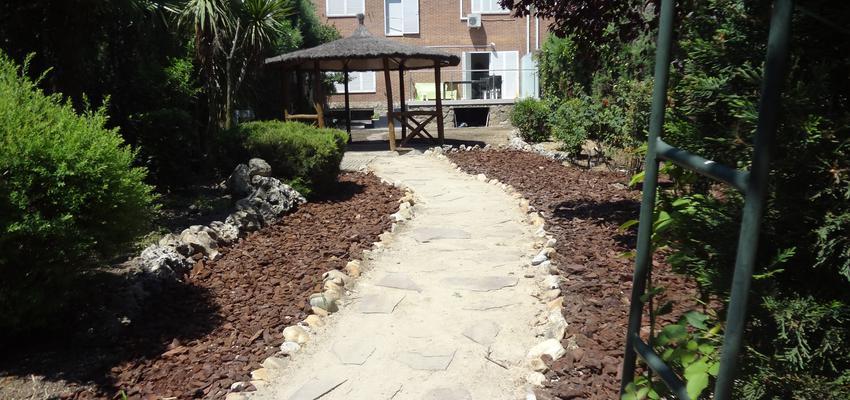 Jardin Estilo contemporaneo Color verde, beige, marron  diseñado por Arquigestiona | Arquitecto Técnico