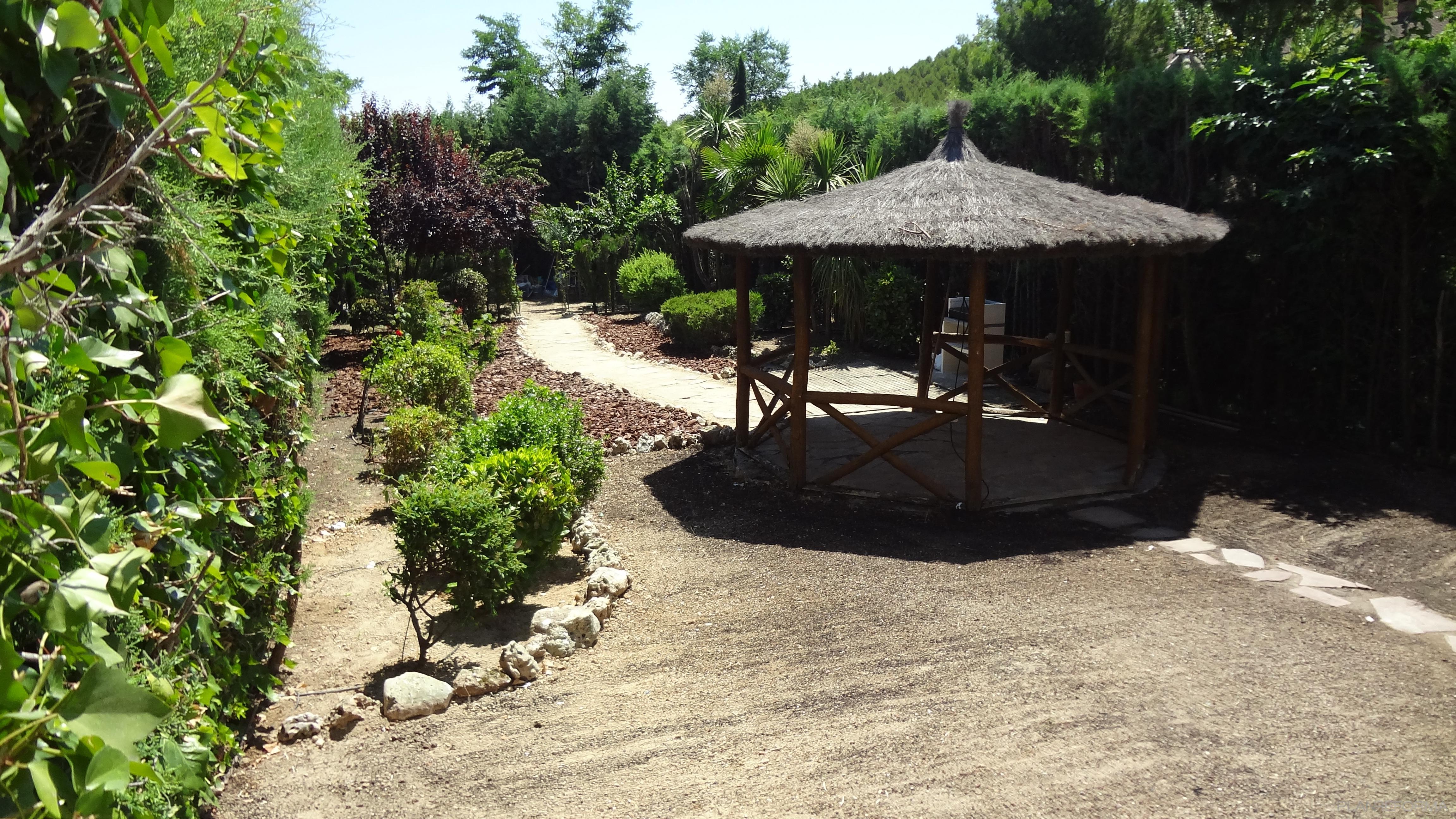 Jardin Estilo contemporaneo Color marron, verde, marron  diseñado por Arquigestiona | Arquitecto Técnico