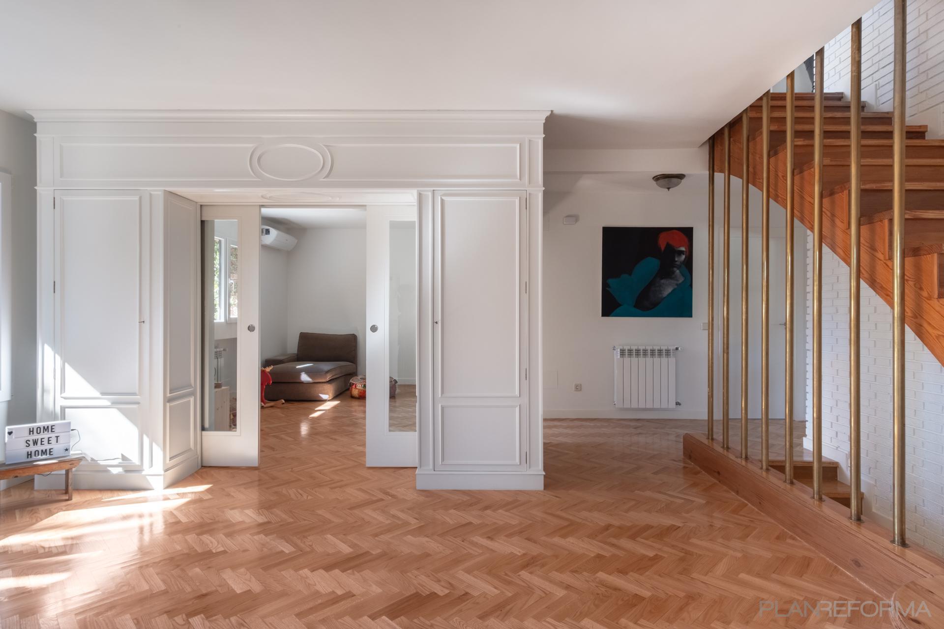 Vestibulo Estilo vintage Color marron, blanco, bronce  diseñado por Arquigestiona | Arquitecto Técnico | Copyright Arquigestiona