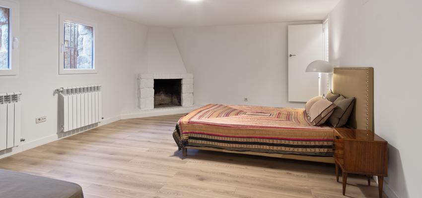 Dormitorio Estilo vintage Color marron, marron, blanco  diseñado por Arquigestiona | Arquitecto Técnico | Copyright Arquigestiona