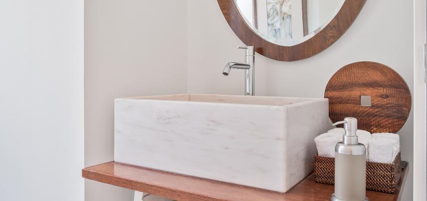 Baño Estilo vintage Color marron, marron, blanco  diseñado por Arquigestiona | Arquitecto Técnico | Copyright Arquigestiona