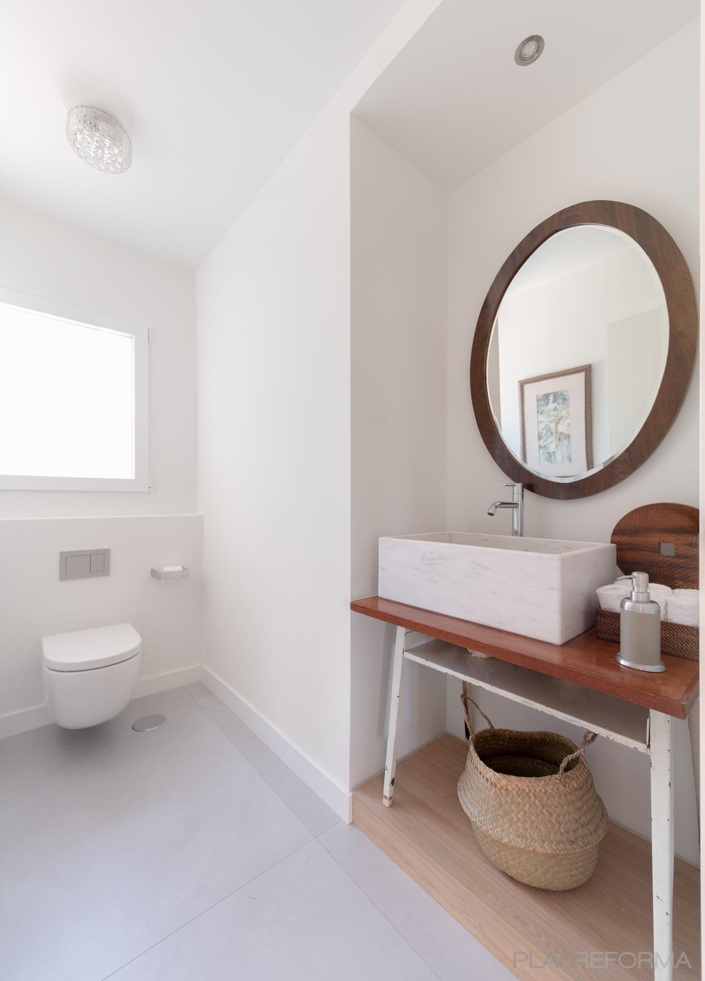Baño Estilo vintage Color marron, marron, blanco  diseñado por Arquigestiona   Arquitecto Técnico   Copyright Arquigestiona