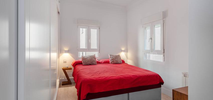 Dormitorio Estilo moderno Color marron, marron, plateado  diseñado por Arquigestiona | Arquitecto Técnico | Copyright Arquigestiona