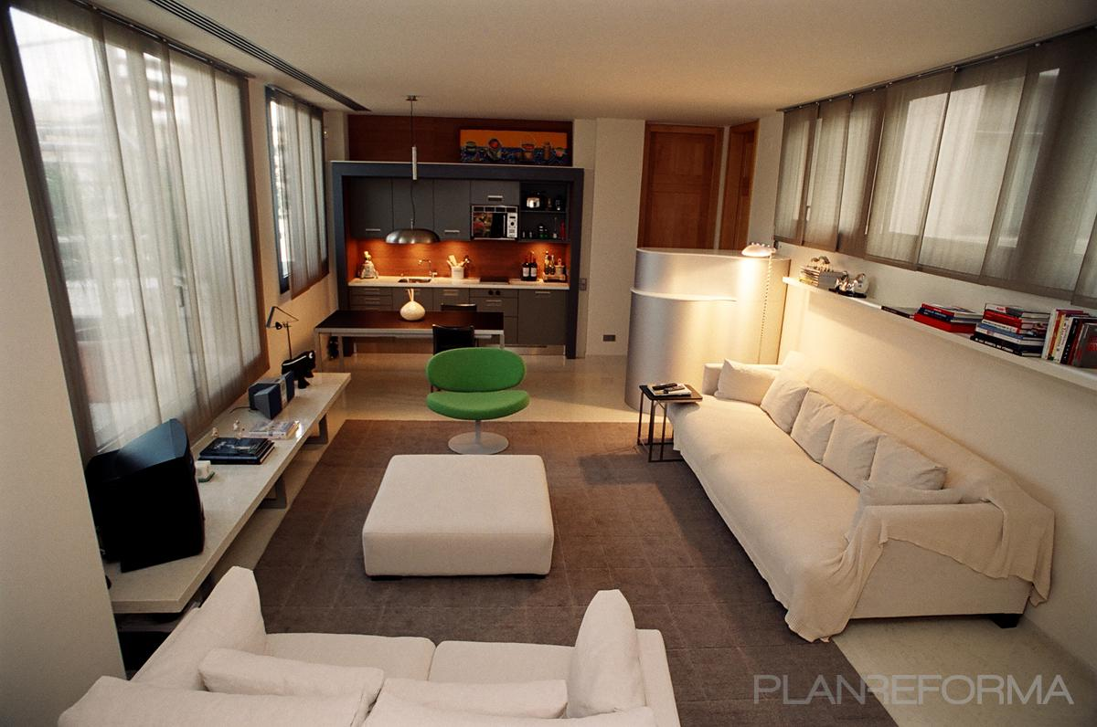 Cocina, Salon Estilo contemporaneo Color marron, blanco  diseñado por EmiliSánchez_interiors | Interiorista